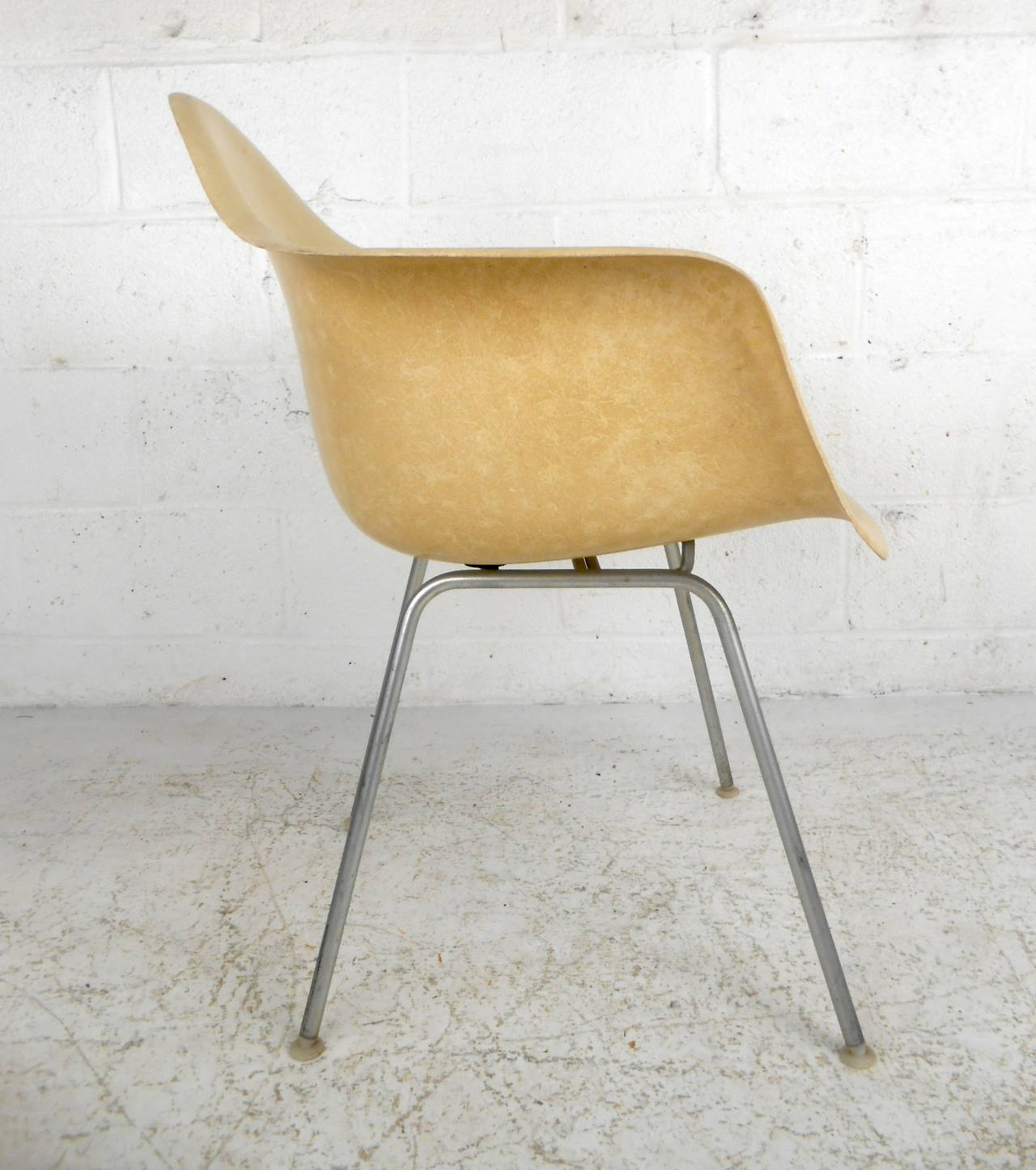 Mid Century Modern Fiberglass Shell Chair By Eames For Herman Miller 3