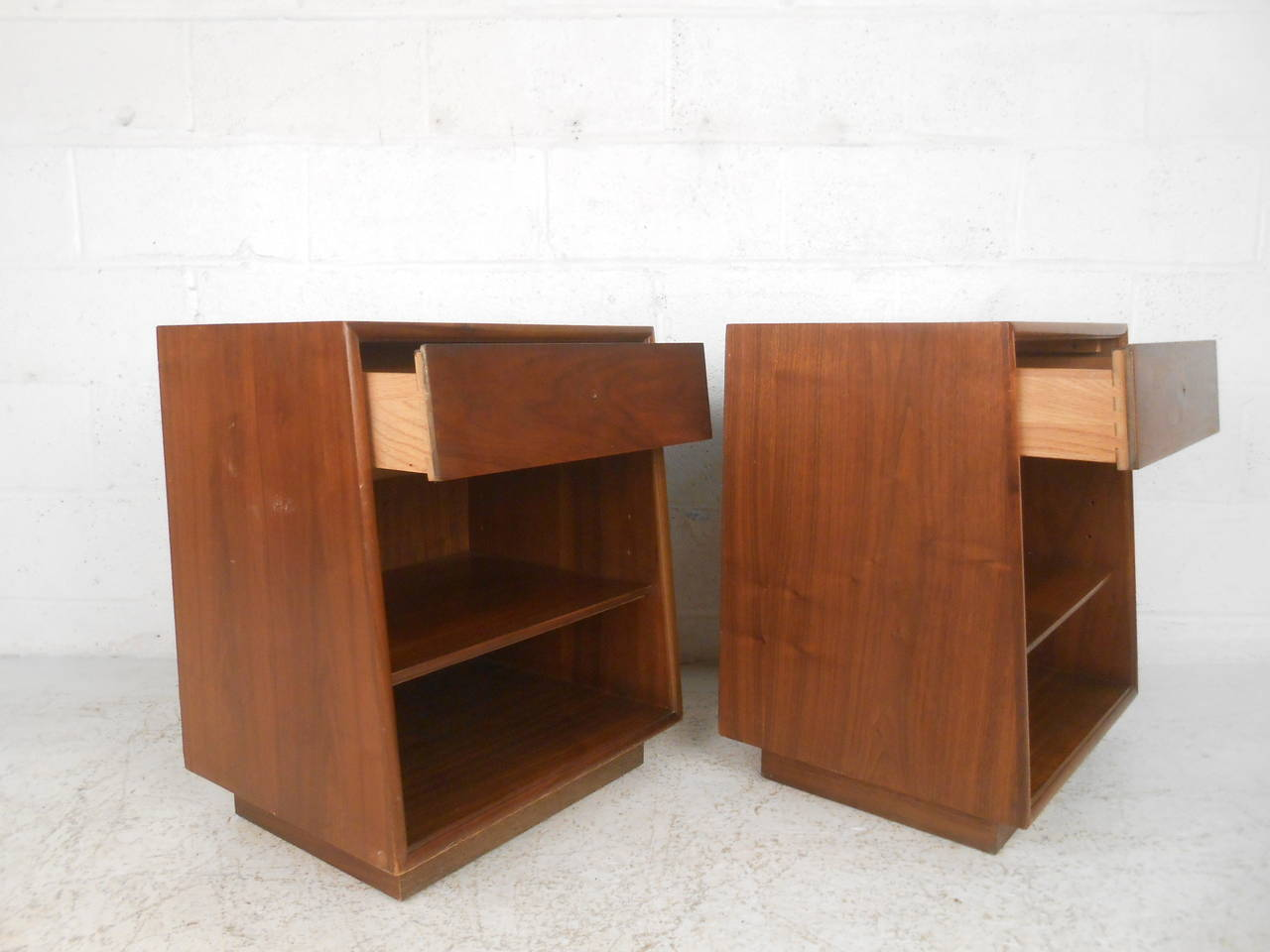 Pair of mid century modern nightstands by drexel at 1stdibs