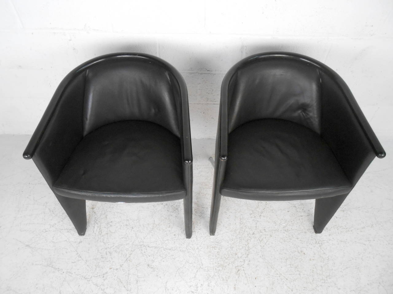 Pair Of Modern Leather And Chrome Club Chairs At 1stdibs
