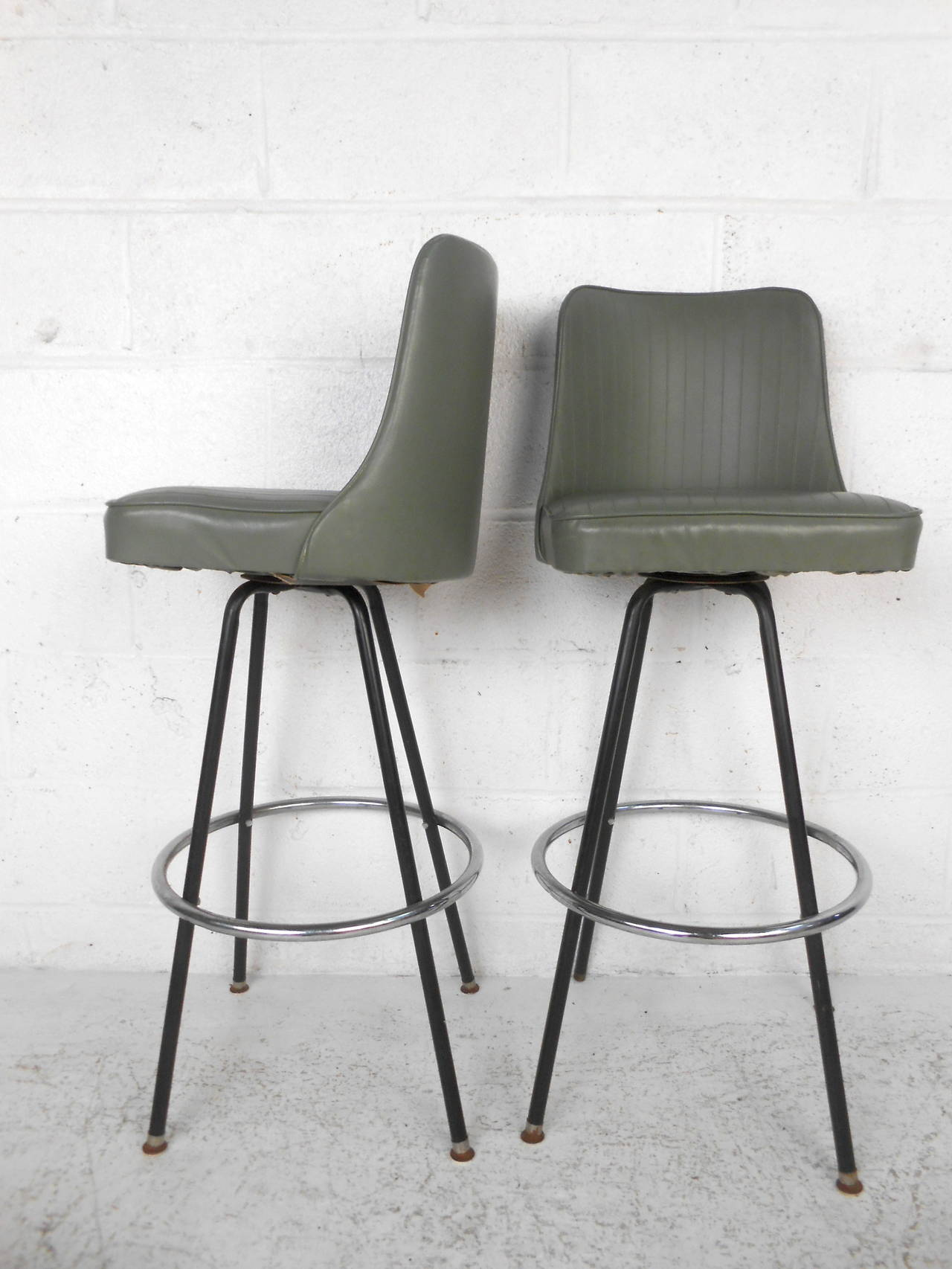 Mid-Century Modern Bar Stools by Atlas For Sale at 1stdibs