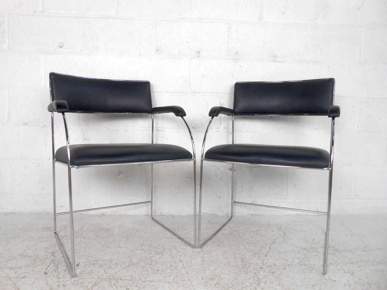 Set of Four Vintage Modern Dining Armchairs In Good Condition For Sale In Brooklyn, NY
