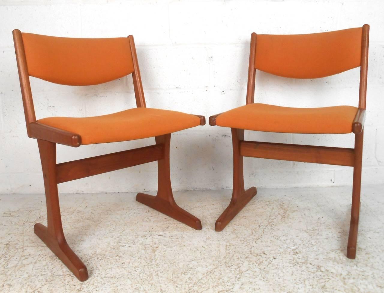 Set Of Eight Mid Century Modern Danish Teak Dining Chairs