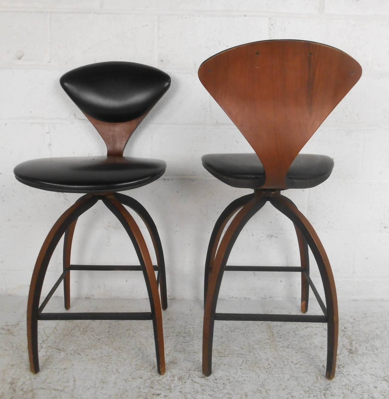 Pair of Mid-Century Modern Plycraft Bar Stools by Norman Cherner at ...