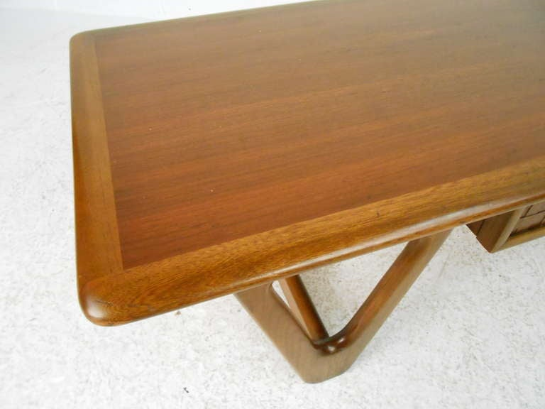 Vintage Walnut Coffee Table by Warren Church for Lane In Good Condition For Sale In Brooklyn, NY