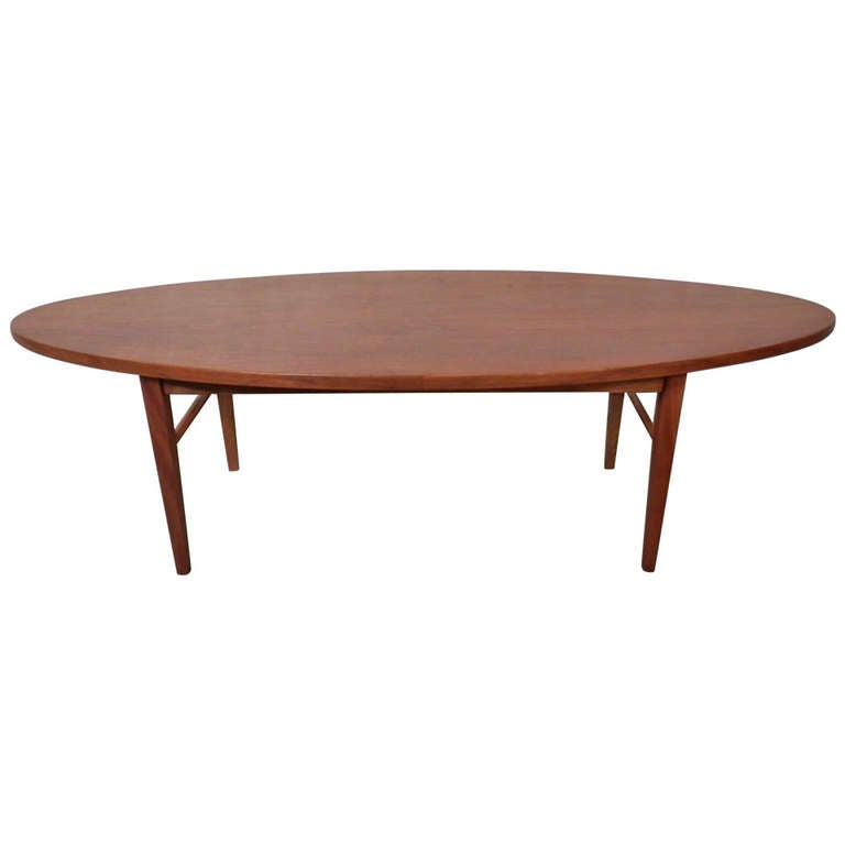Elegant Oval Coffee Table At 1stdibs