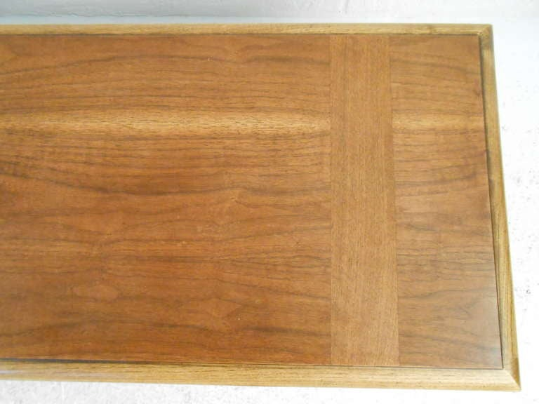 Mid-Century Modern Walnut and Oak Coffee Table by Lane In Good Condition For Sale In Brooklyn, NY