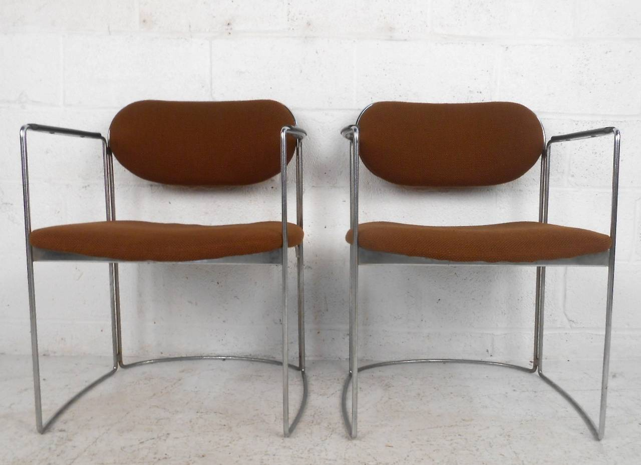 Set of Seven Vintage Modern Conference or Dining Chairs In Good Condition For Sale In Brooklyn, NY