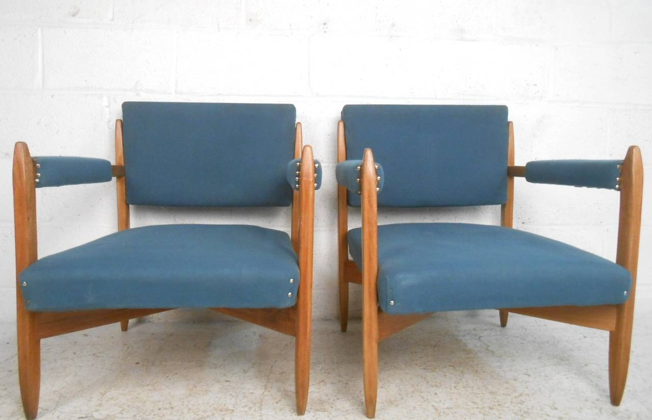 Mid-Century Modern Pair of Vintage Modern Armchairs For Sale