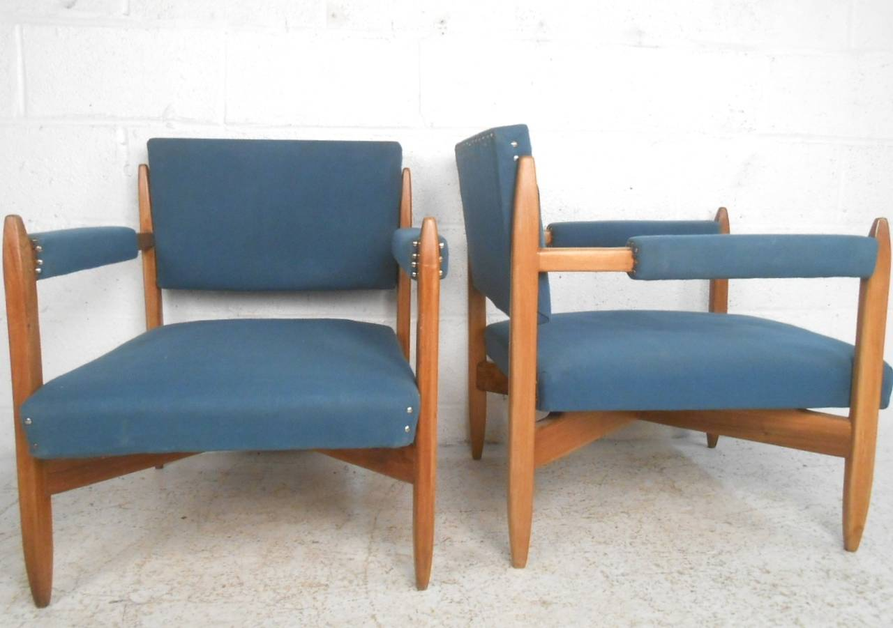 Pair of Vintage Modern Armchairs In Good Condition For Sale In Brooklyn, NY