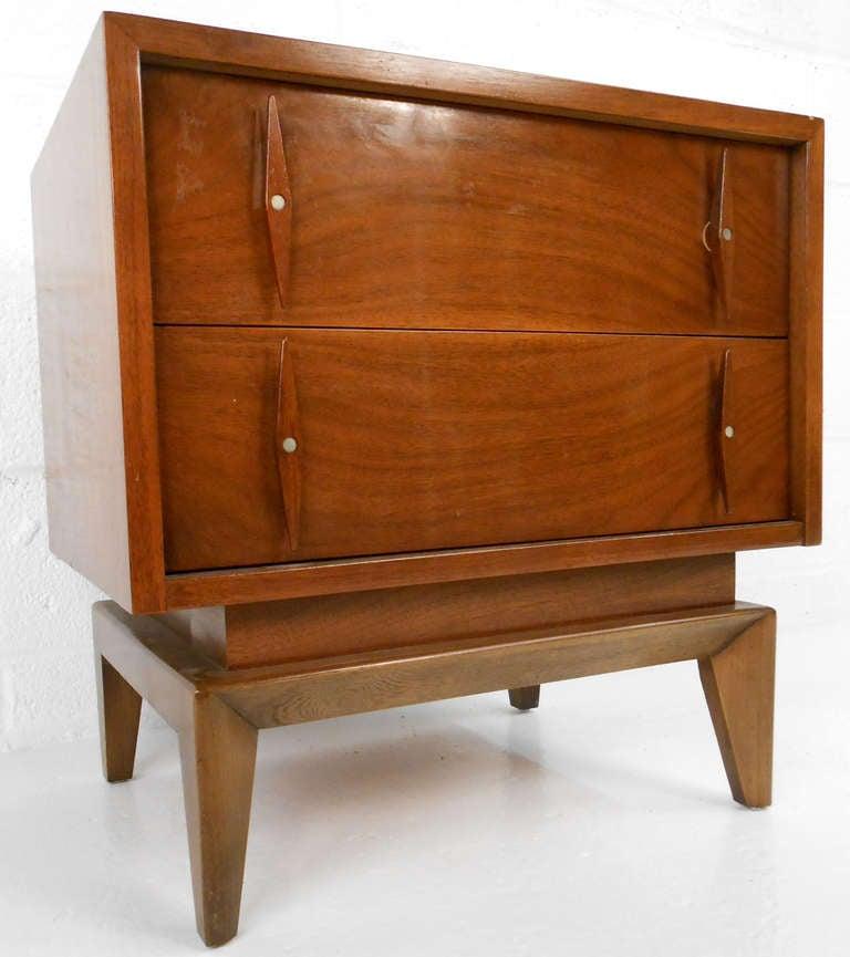 Mid century american of martinsville nightstand at 1stdibs for Mid century american furniture