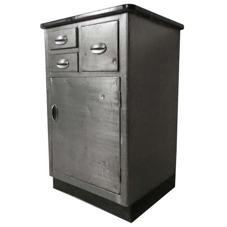 Mid century modern metal cabinet w porcelain top at 1stdibs for Best mid priced kitchen cabinets