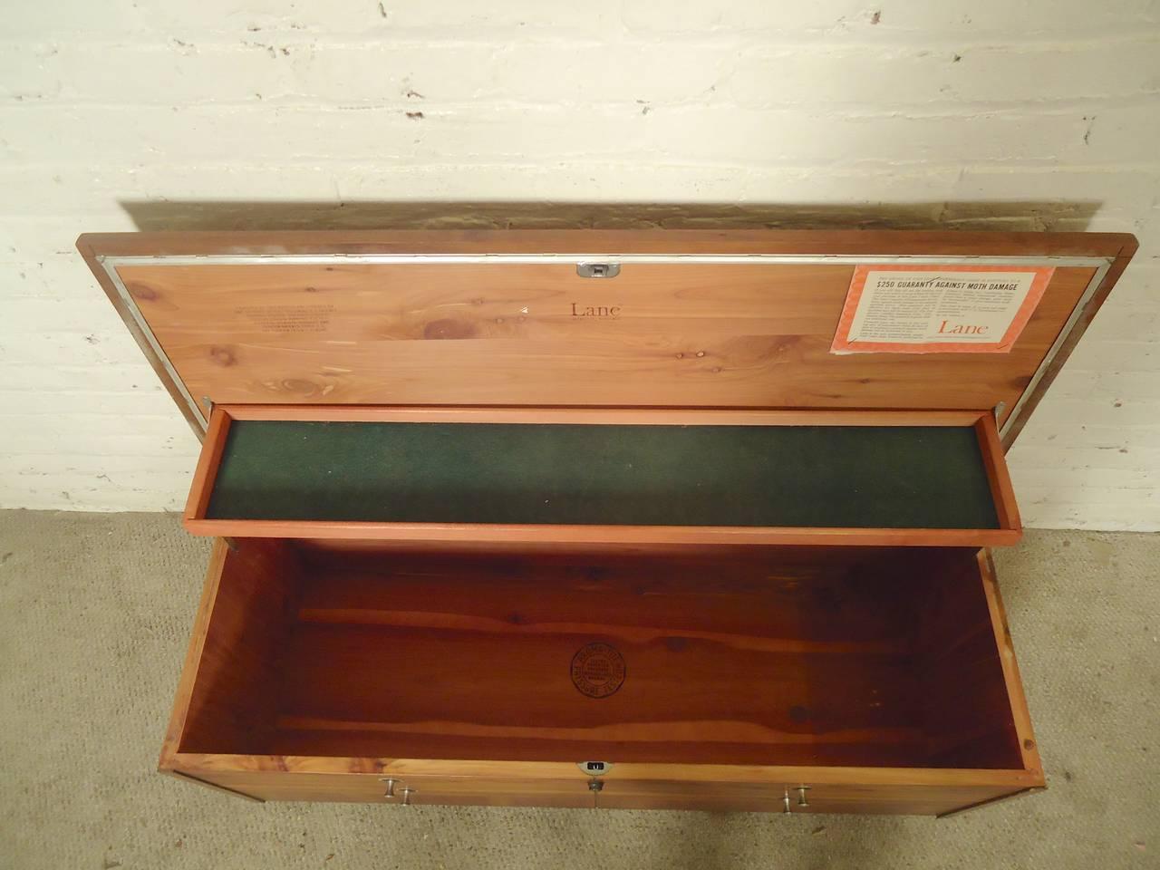 sleek mid century cedar chest by lane for sale at 1stdibs. Black Bedroom Furniture Sets. Home Design Ideas
