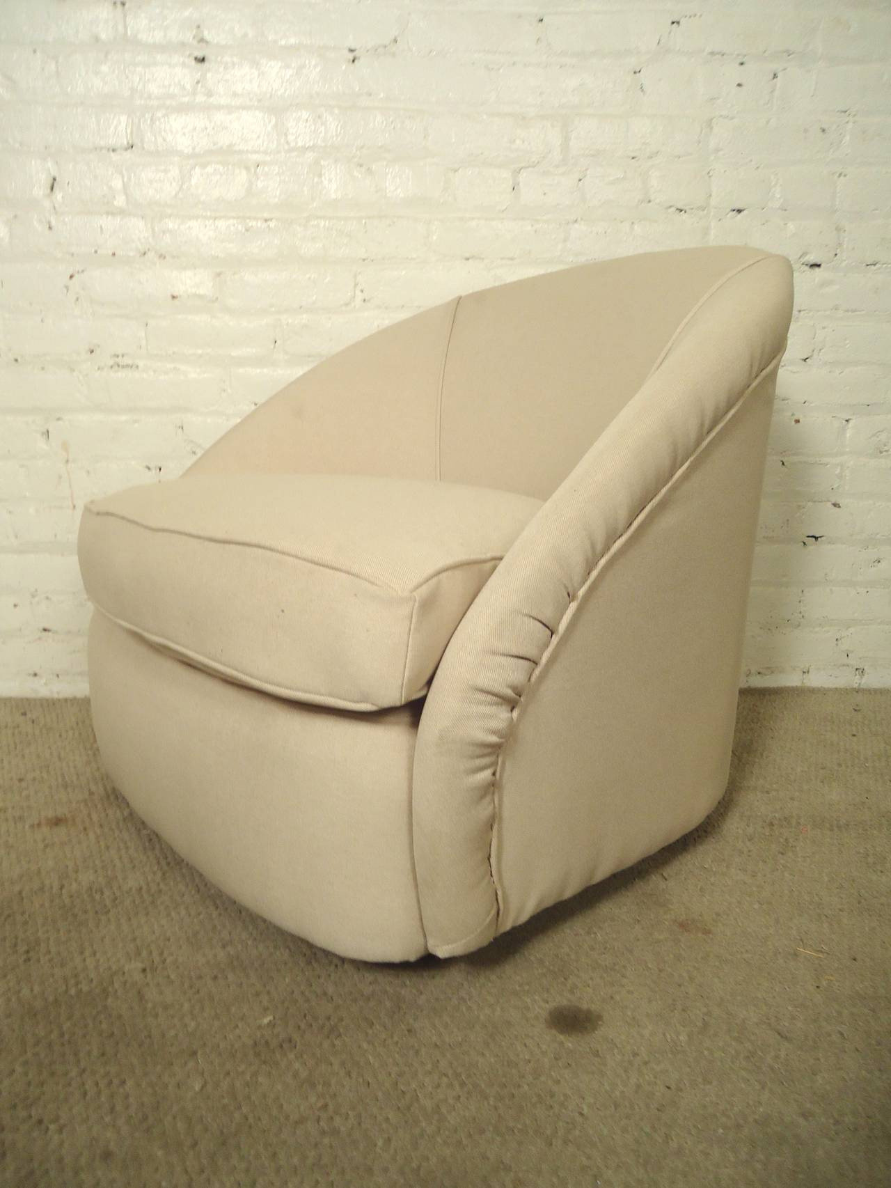 Mid-Century Modern Swivel Club Chairs For Sale 1