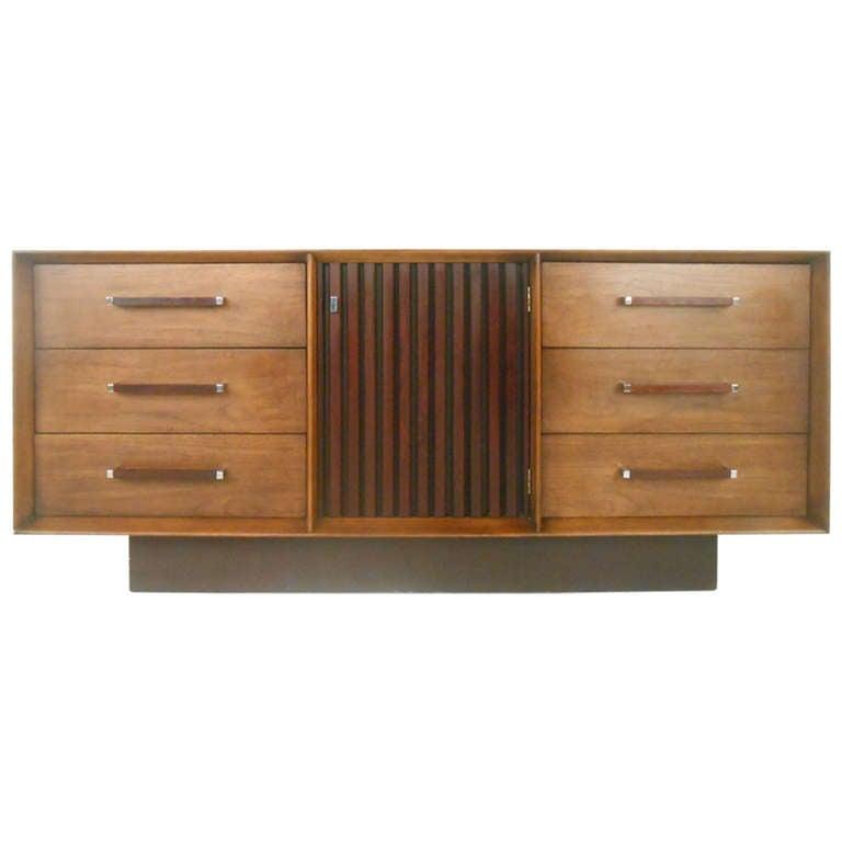Mid Century Modern American Walnut Dresser For Sale At 1stdibs