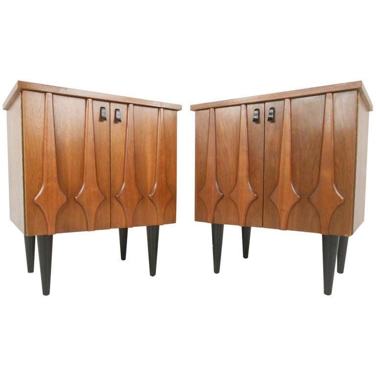 Stylish Mid Century Modern Nightstands at 1stdibs