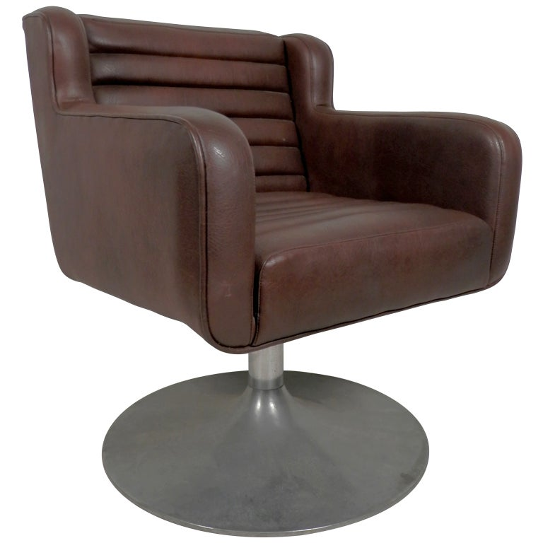 Mid Century Modern Arm Chair On Swivel Tulip Base At 1stdibs