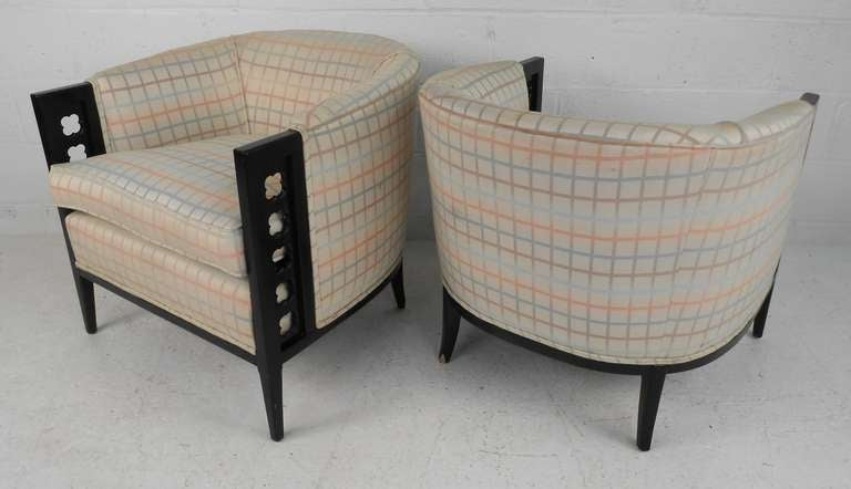 Mid-Century Modern Pair of Vintage Club Chairs For Sale
