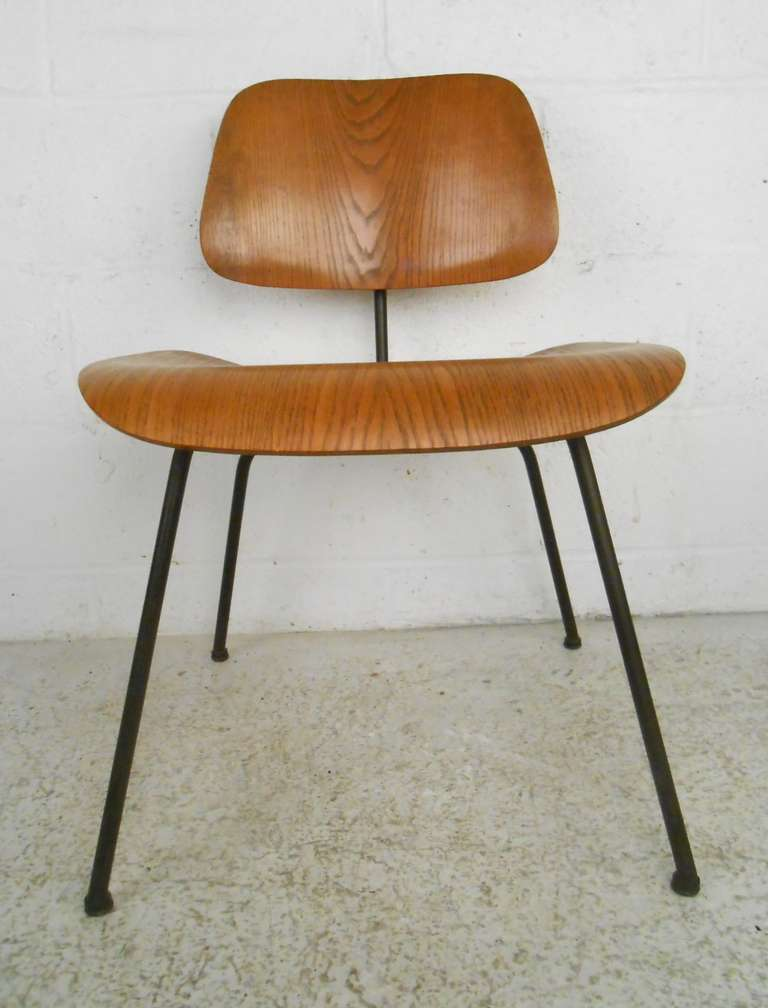 Charles Eames Mid Century Modern Molded Plywood Chair For