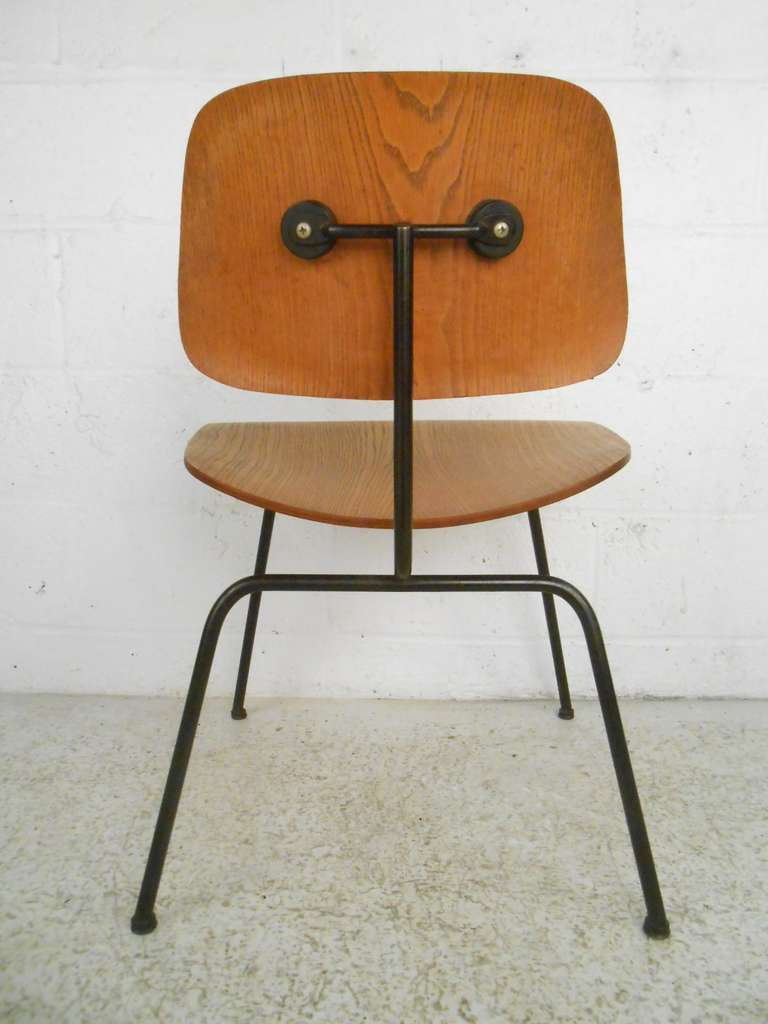 Charles Eames Mid Century Modern Molded Plywood Chair For Herman Miller At 1s