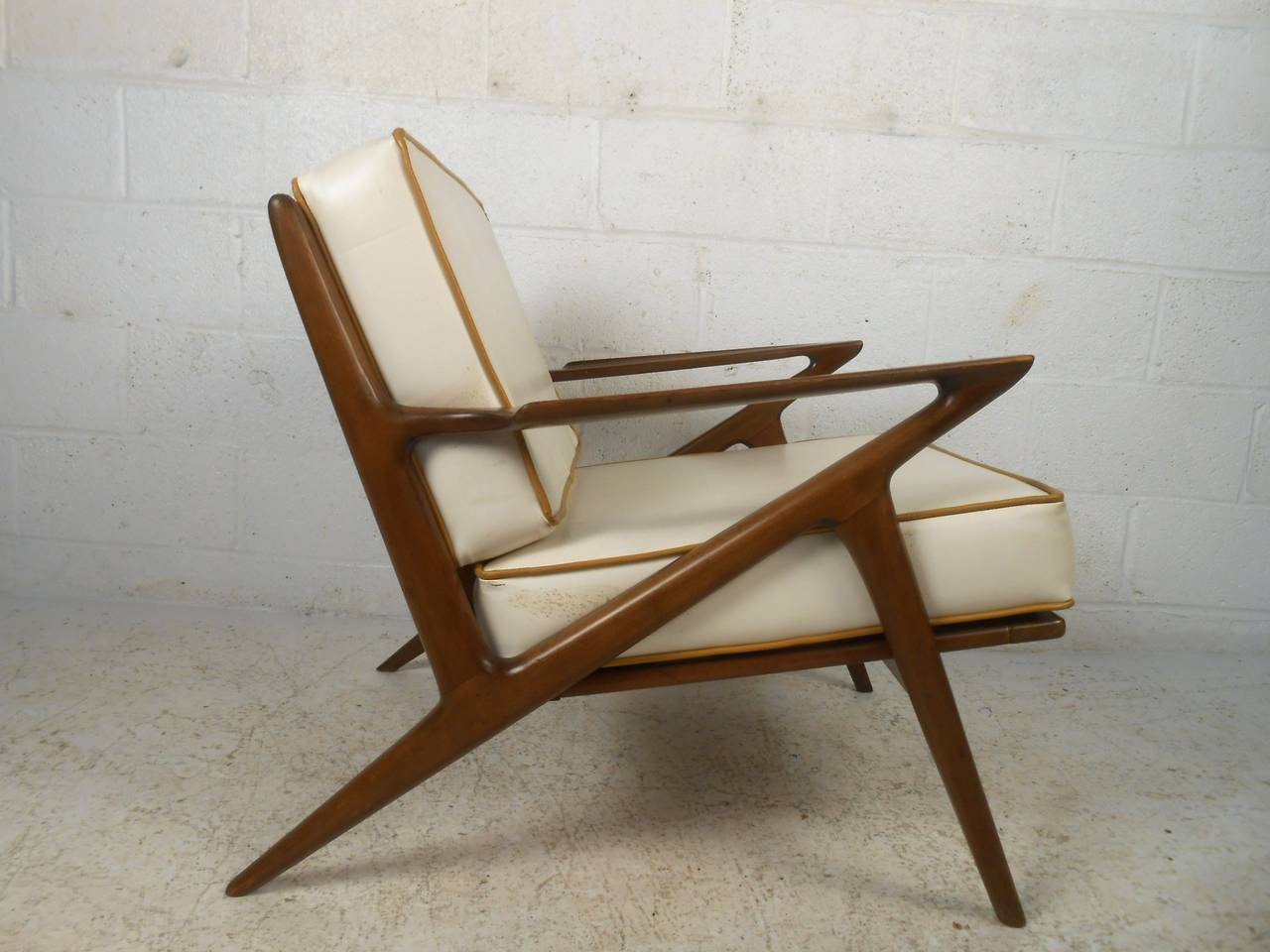 Beau Mid Century Modern Poul Jensen Style Z Chair In Good Condition For Sale In  Brooklyn