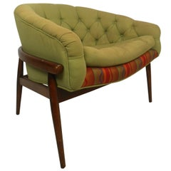 Stylish Mid-Century Modern Tufted Lounge Chair