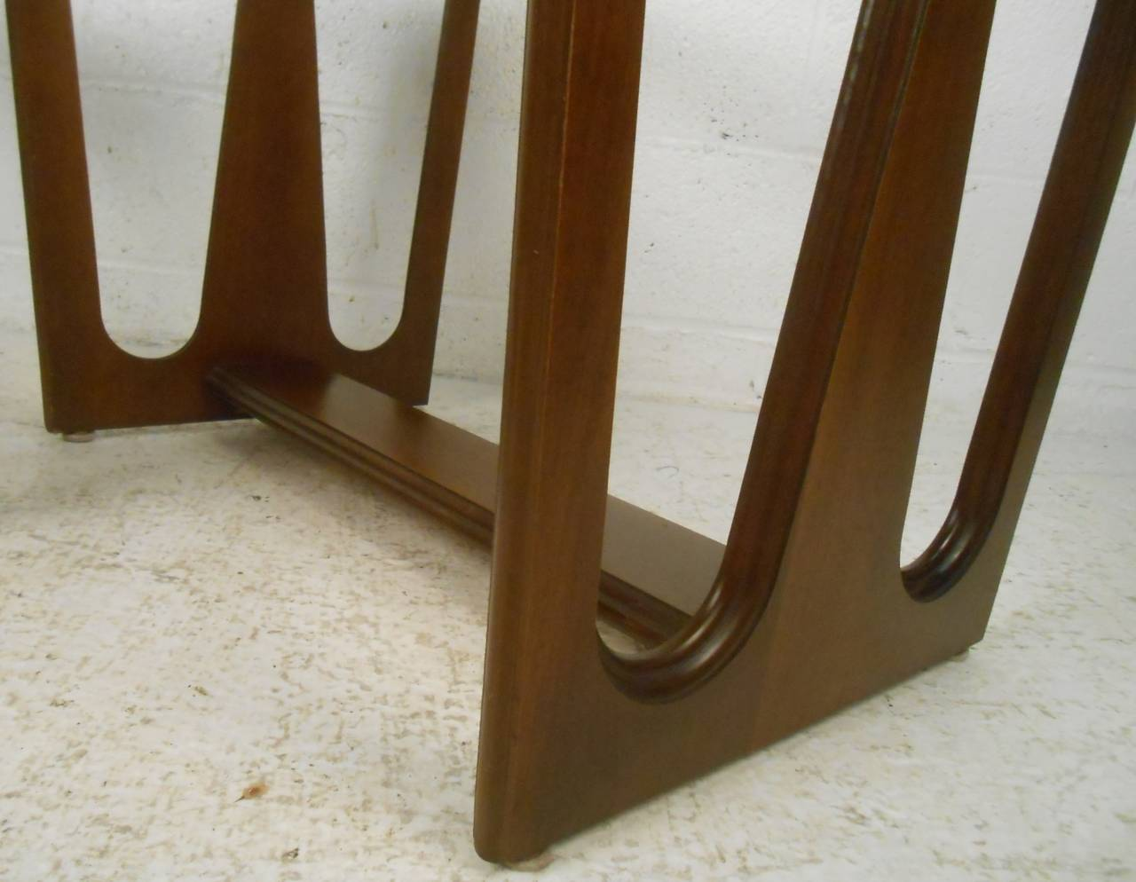 Mid-20th Century Pair of Mid-Century Modern Walnut Side/End Tables For Sale