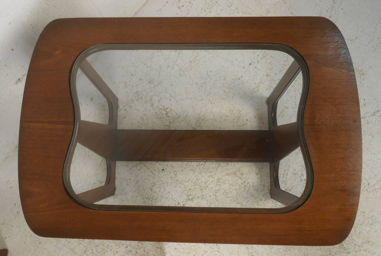 Pair of Mid-Century Modern Walnut Side/End Tables For Sale 1
