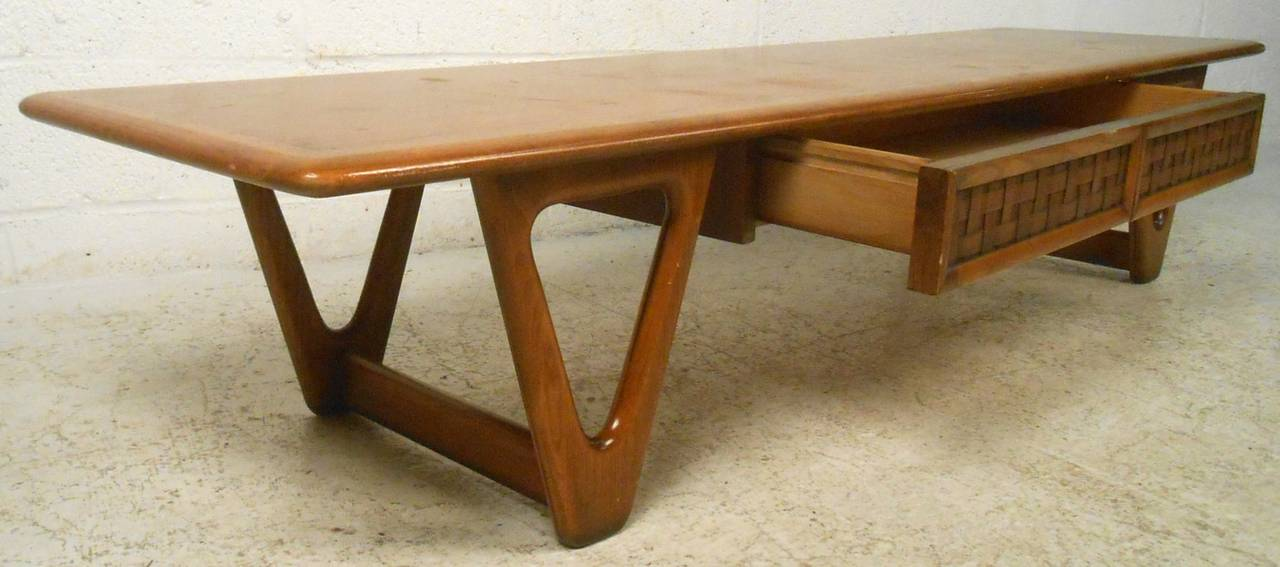 Mid-Century Modern Vintage Walnut Coffee Table by Lane For Sale