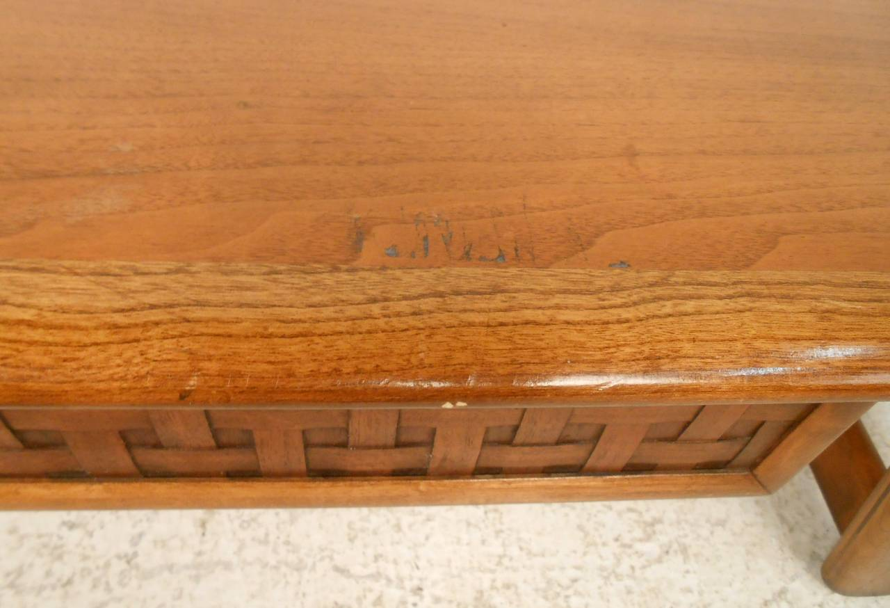 Vintage Walnut Coffee Table by Lane For Sale 4
