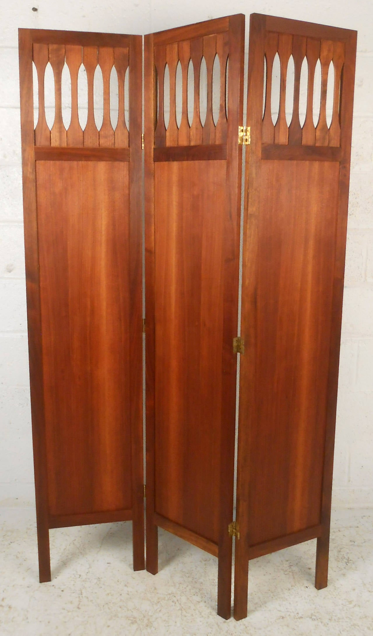 Mid-Century Modern Walnut Room Divider with Brass Trim In Good Condition For Sale In Brooklyn, NY