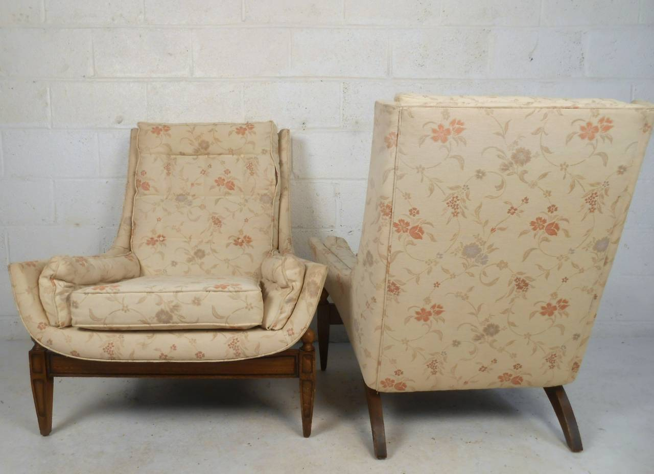 Midcentury His and Her's Lounge Chairs with Ottoman In Good Condition For Sale In Brooklyn, NY