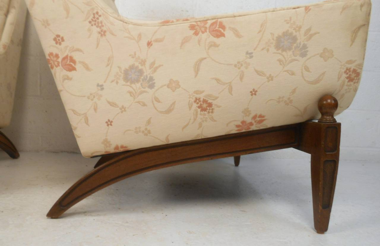 Midcentury His and Her's Lounge Chairs with Ottoman For Sale 1