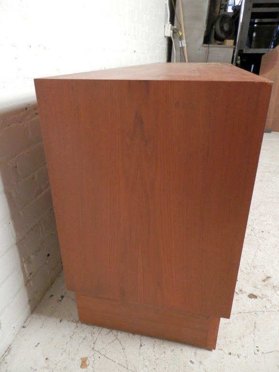 Mid Century Danish Modern Teak Dresser In Good Condition For Sale In Brooklyn, NY