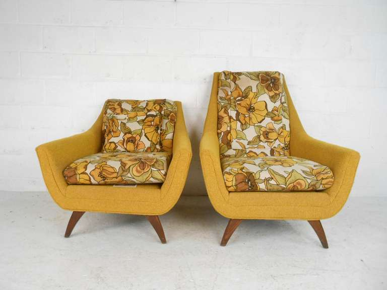 Pair Of Mid Century Modern Lounge Chairs By Bassett Furniture 3