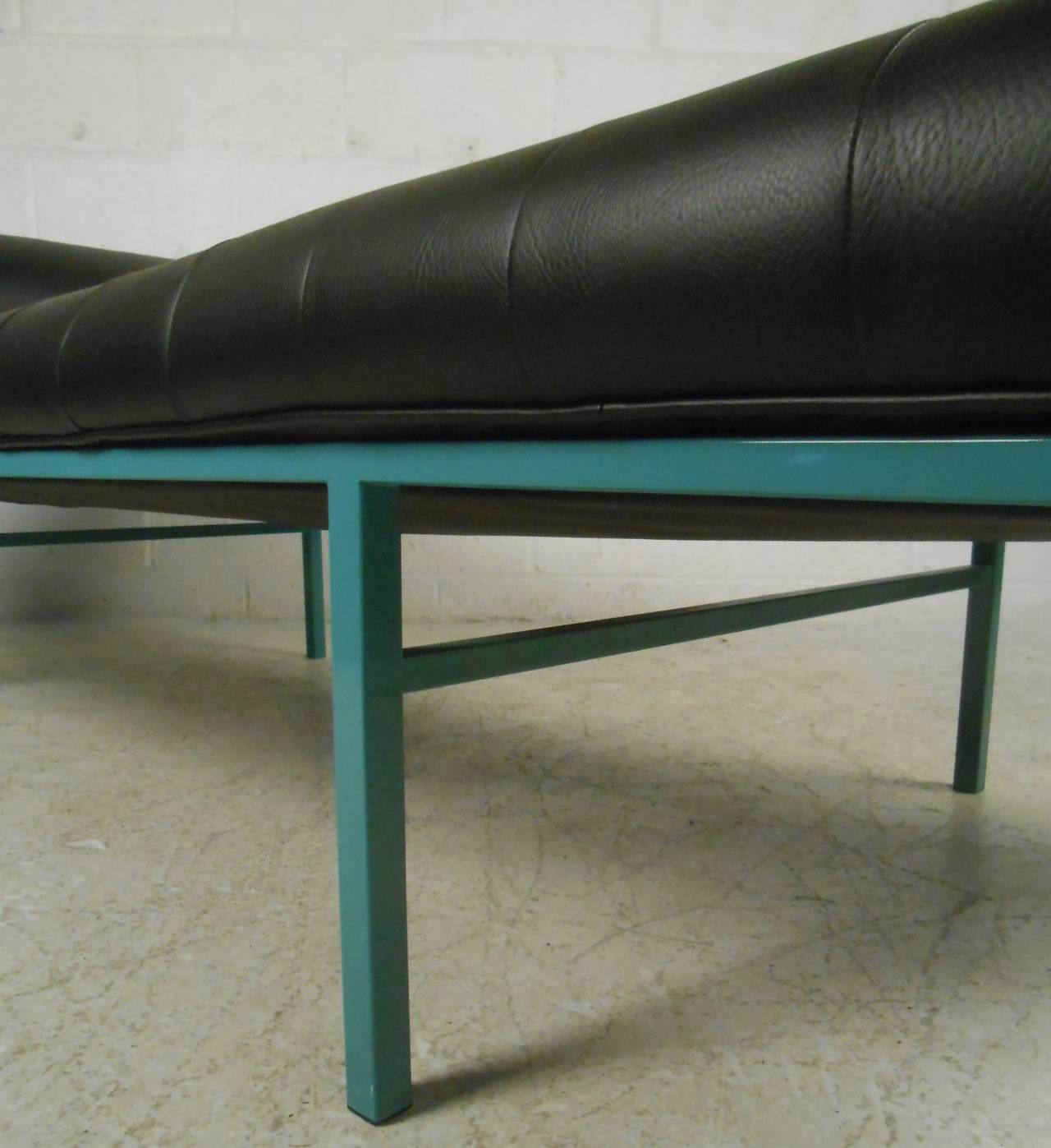 modern chaise longue at 1stdibs. Black Bedroom Furniture Sets. Home Design Ideas