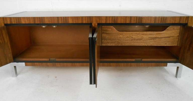 Vintage Modern Rosewood Credenza In Good Condition For Sale In Brooklyn, NY