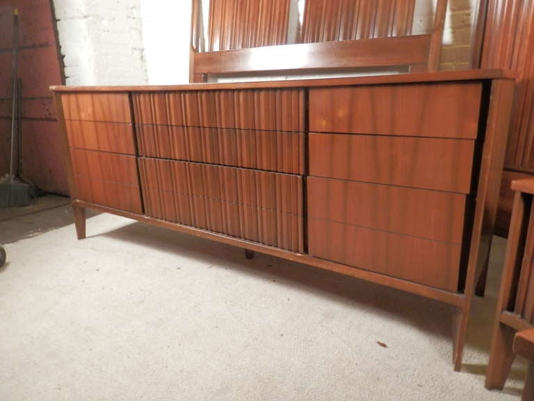 Mid-Century Modern American Bedroom Set by Unagusta In Good Condition For Sale In Brooklyn, NY