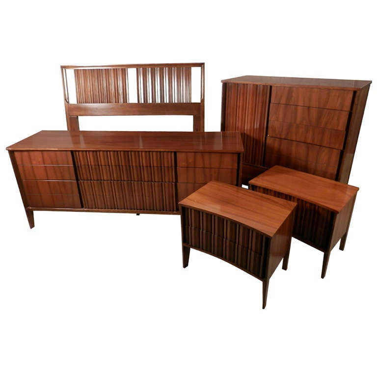 Mid Century Modern American Bedroom Set By Unagusta For Sale