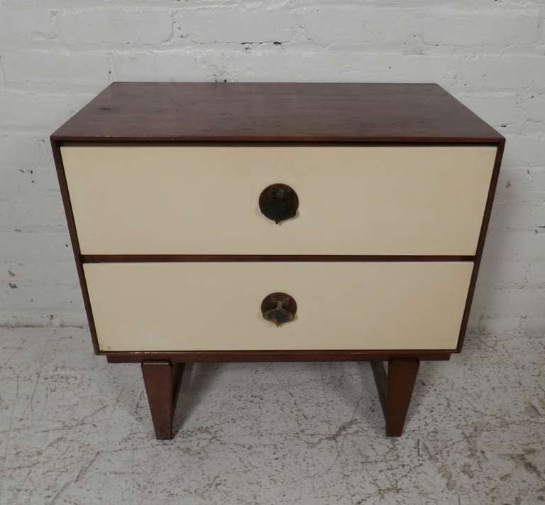 Vintage Spade Handle Nightstand By Stanley For Sale At 1stdibs