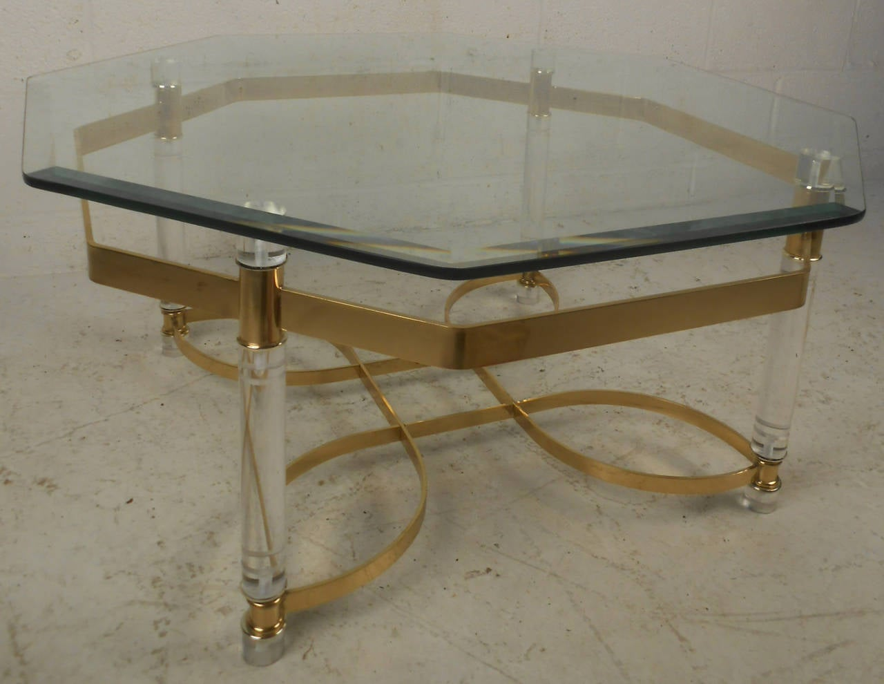 Mid-Century Modern Vintage Lucite and Brass Coffee Table For Sale