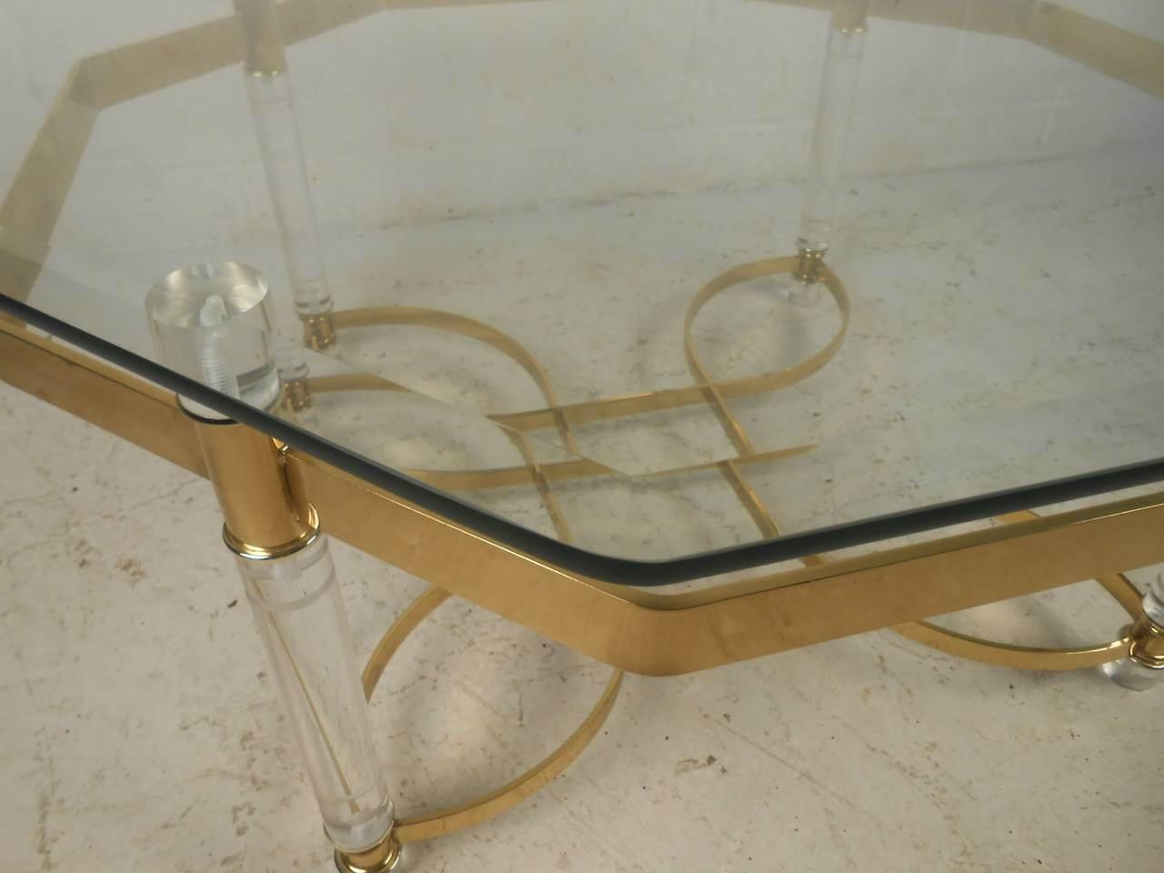 Vintage Lucite and Brass Coffee Table In Good Condition For Sale In Brooklyn, NY