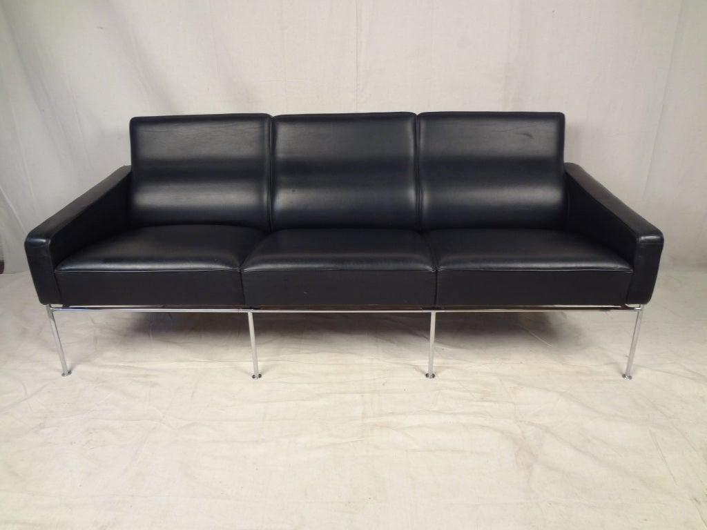arne jacobsen series 3300 leather sofa at 1stdibs. Black Bedroom Furniture Sets. Home Design Ideas