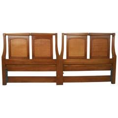 Mid-Century Modern Walnuss Kopfteil von White Furniture Co