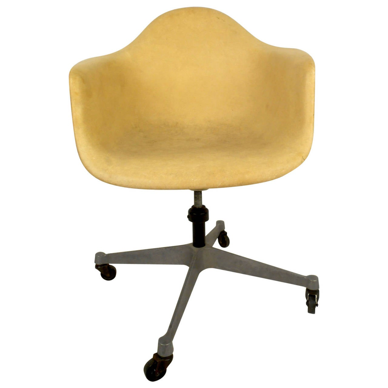 Mid century modern fiberglass shell chair with wheels by herman miller for sa - Chaise herman miller ...