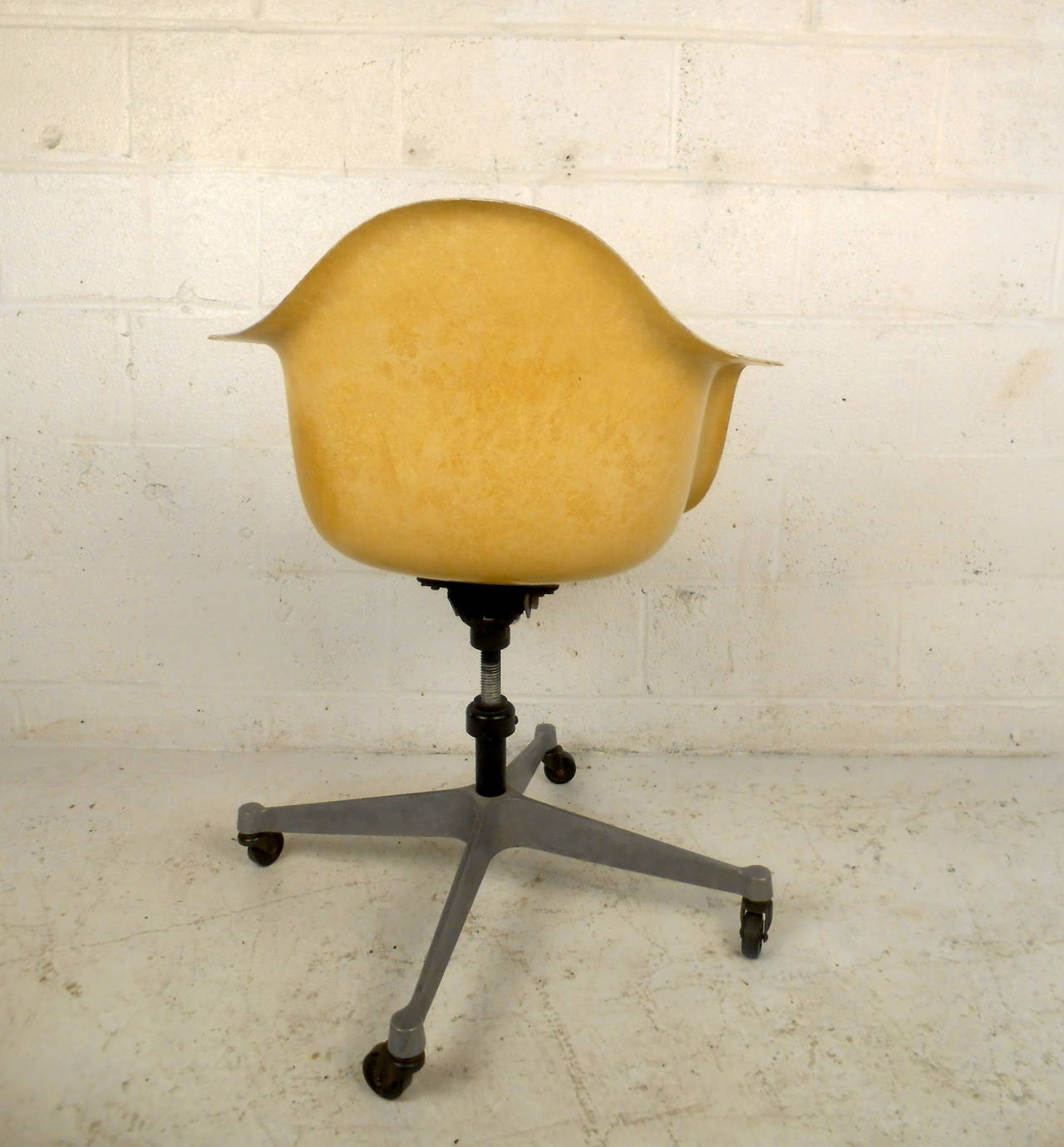 American Mid Century Modern Fiberglass Shell Chair With Wheels By Herman  Miller For Sale
