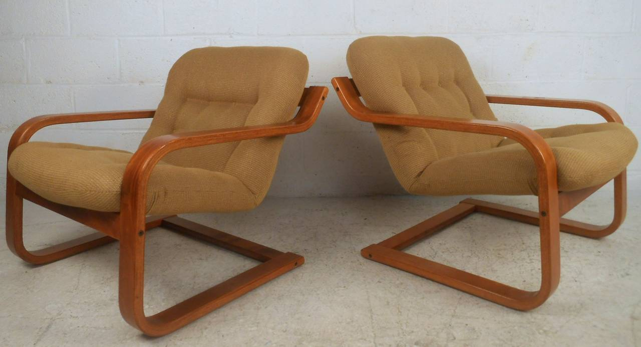 Charmant Pair Of Midcentury Scandinavian Modern Westnofa Bentwood Lounge Chairs For  Sale 1