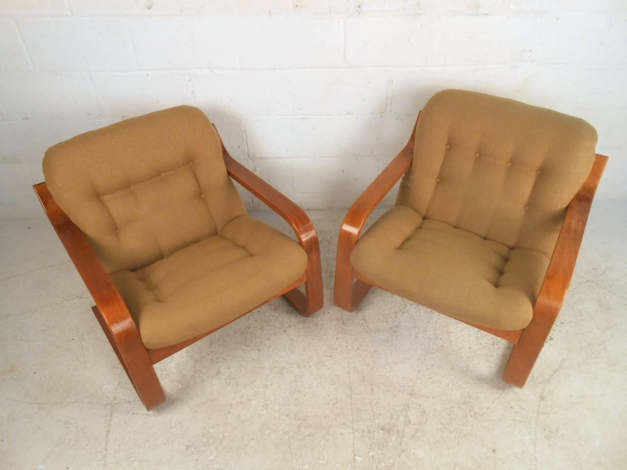 Image of: Pair Of Midcentury Scandinavian Modern Westnofa Bentwood Lounge Chairs At 1stdibs