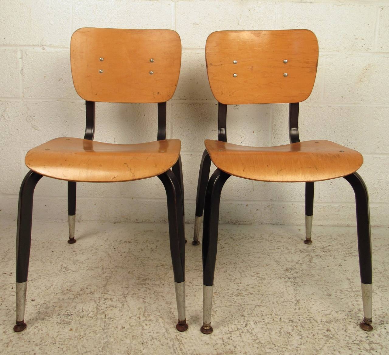 This set of ten bentwood chairs feature metal frames, tapered legs and comfortable design. Restoration recommended, five of the chairs have painted backs, the other maintain the original finish. Please confirm item location (NY or NJ).