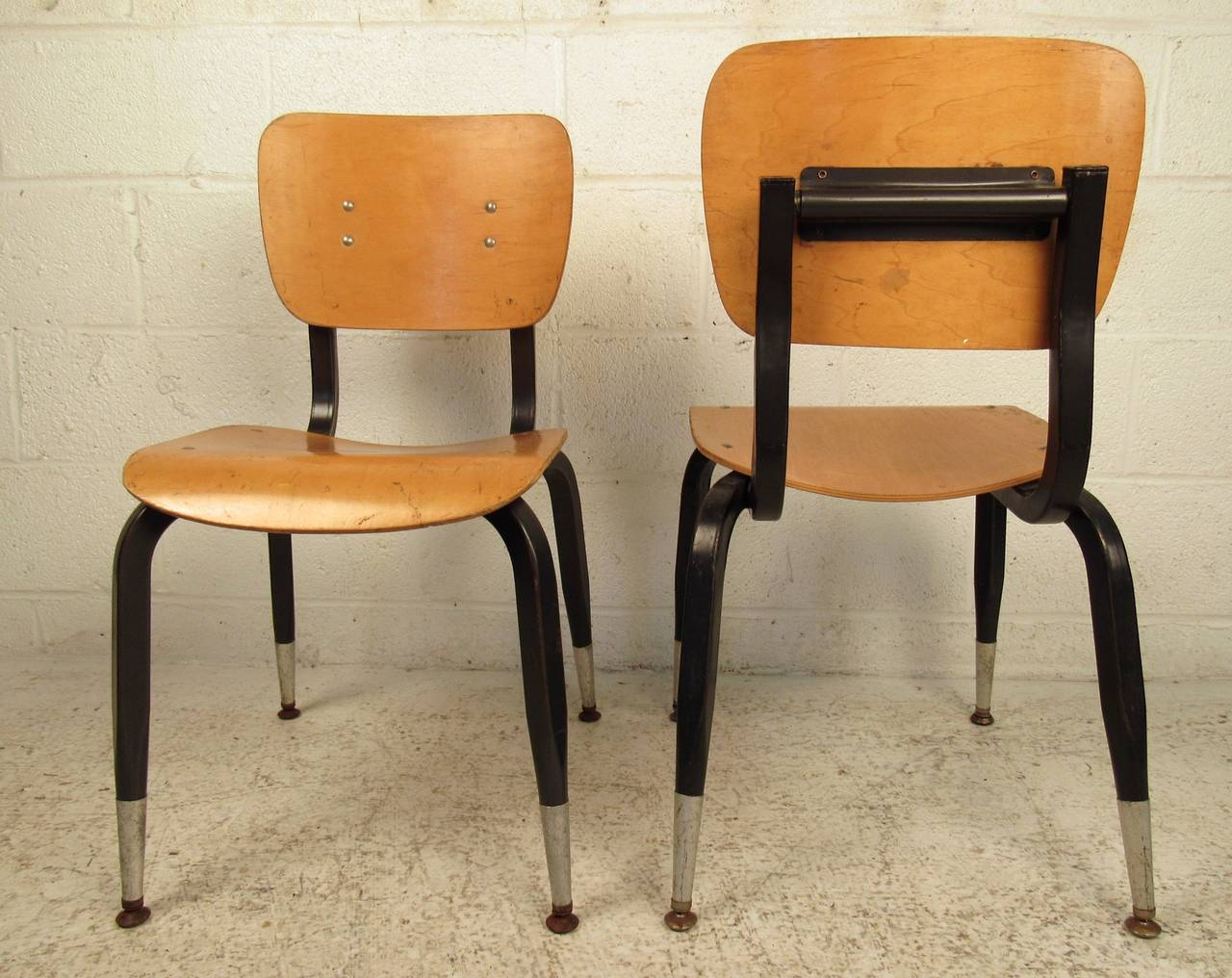 Set of Ten Vintage Bentwood Student Chairs In Good Condition For Sale In Brooklyn, NY