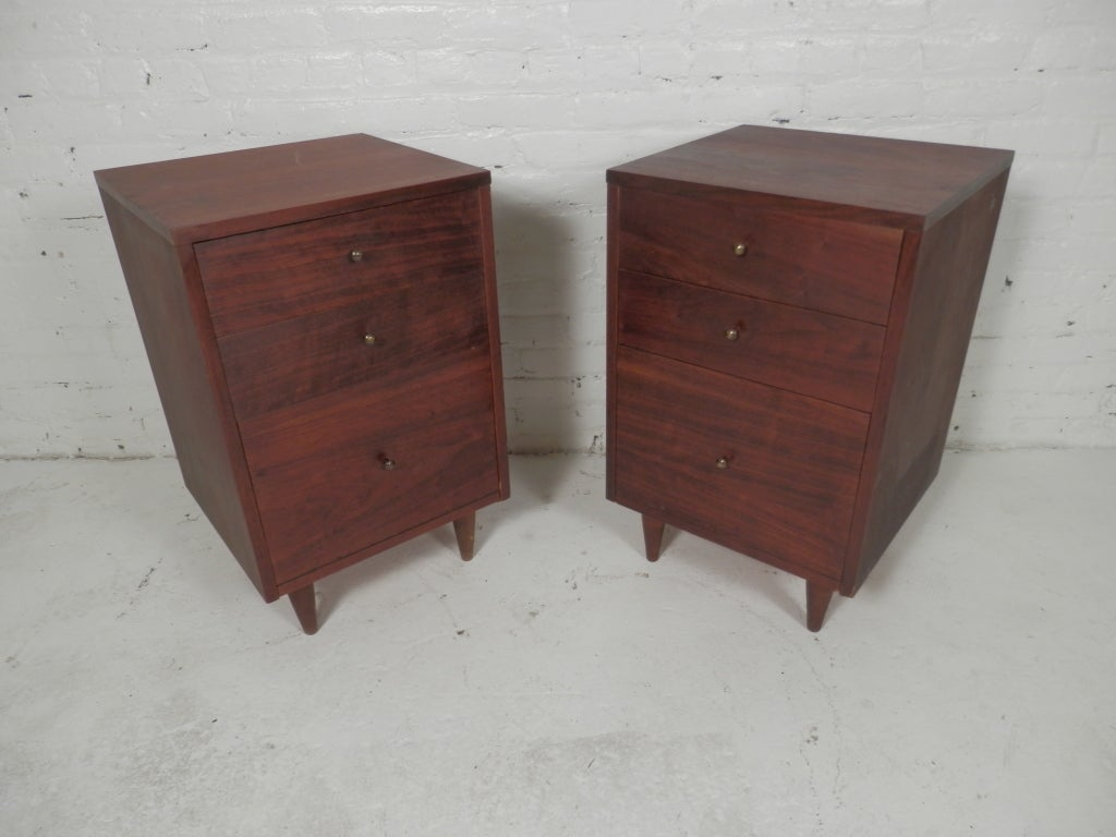 Pair Of Mid-Century Modern Nightstands at 1stdibs